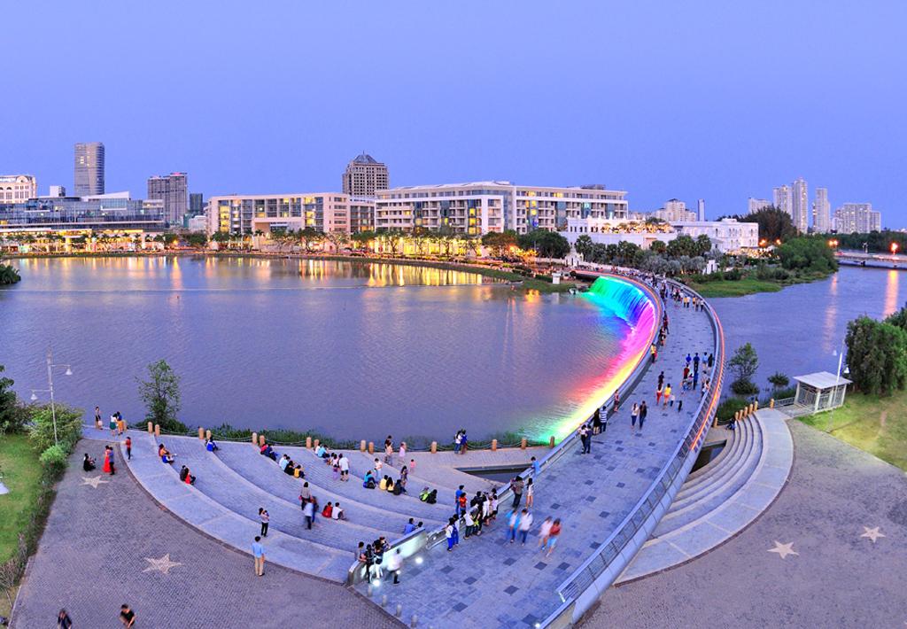 Đến cầu ánh sao đi đạo để tận hưởng không khí mát mẻ vào buổi tối ở Sài Gòn