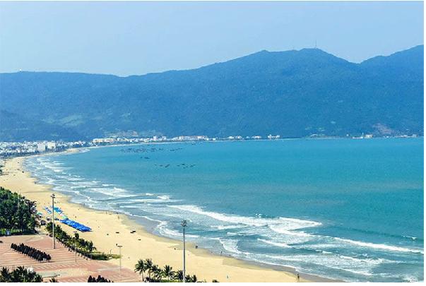 Bãi biển Mỹ Khê một trong những bãi biển đẹp nhất Đà Nẵng