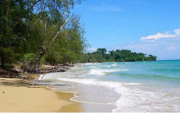 Tắm biển thỏa thích với bãi dài Phú Quốc