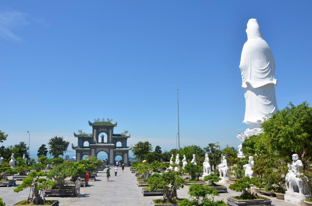 Du lịch chùa Linh Ứng