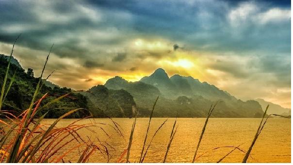 Khung cảnh sông nước hữu tình ở Thung Nai - Hòa Bình