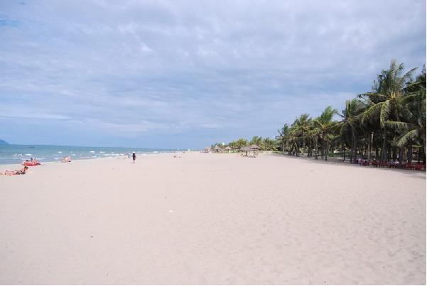 Du lịch biển Cửa Đại ấn tượng với những bãi cát trải dài