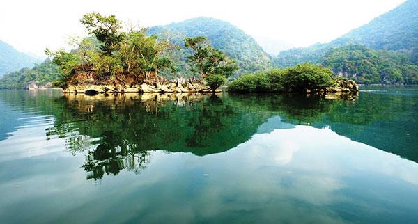 Chiêm ngưỡng khung cảnh bồng lai của hồ ba bể