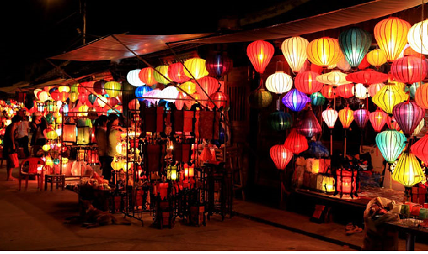 Khám phá nét độc đáo của chợ đêm hội an