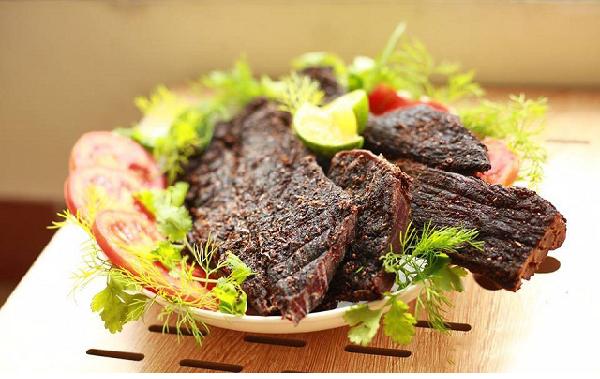 Thịt trâu gác bếp món ngon khó cưỡng ở Sơn La