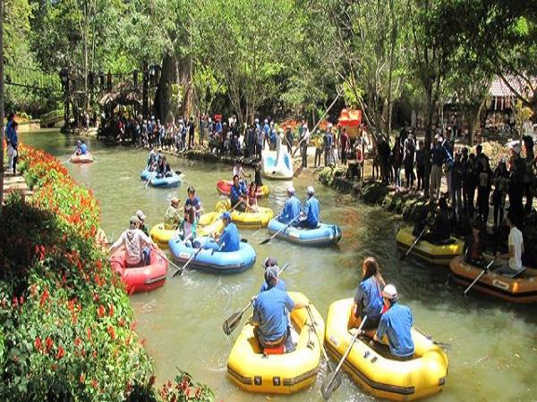 Tham gia Chèo thuyềntrải nghiệm trên thác prenn ở Đà Lạt