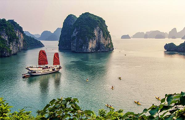 Vịnh Hạ Long điểm du lịch Quảng Ninh nổi tiếng