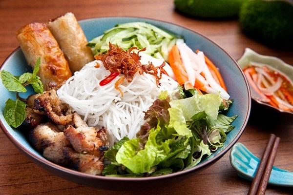 Bún thịt nướng Sài Gòn món ngon hấp dẫn thực khách