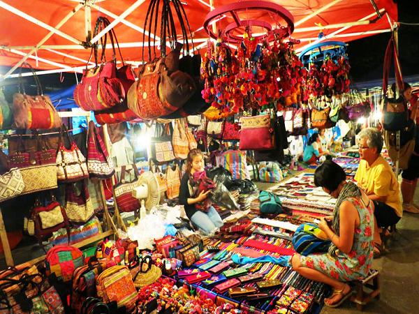 Khám phá chợ Đồng Xuân, điểm đến cuốn hút du khách