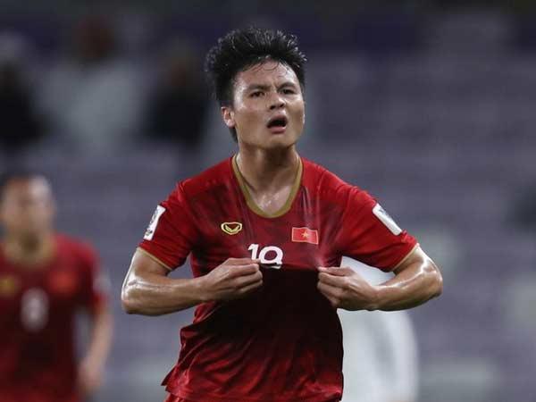 """Bóng đá Việt Nam 21/4: Ông Sỹ Hiển chỉ ra điểm mạnh của Quang Hải """"ăn đứt"""" Hồng Sơn"""