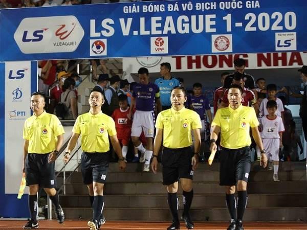 Bóng đá Việt Nam tối 29/7: VFF kỷ luật tổ trọng tài trận TP.HCM 0-3 Hà Nội