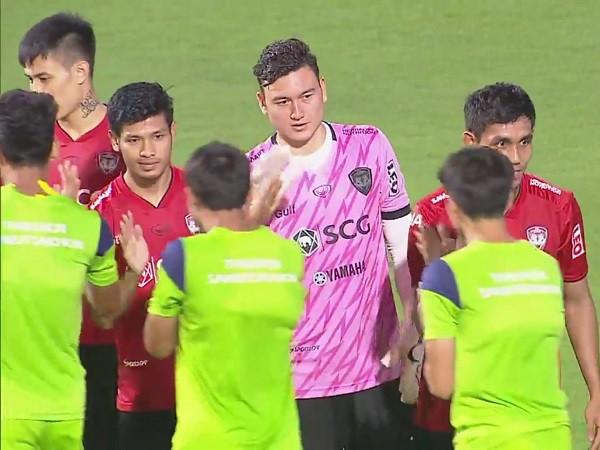 Bóng đá Việt Nam 29/9: Văn Lâm mắc sai lầm nghiệp dư tại Thái-League
