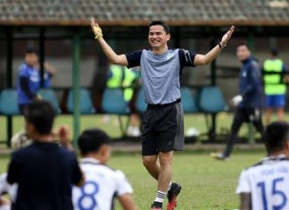 Bóng đá Việt Nam sáng 2/2: HLV Kiatisak đón Tết tại Việt Nam