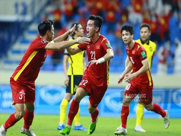 Bóng đá Việt Nam 10/8: ĐT Việt Nam giữ nguyên lợi thế