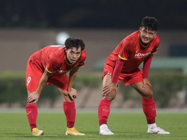 Văn Toàn bỏ dở trận đấu của ĐT Việt Nam